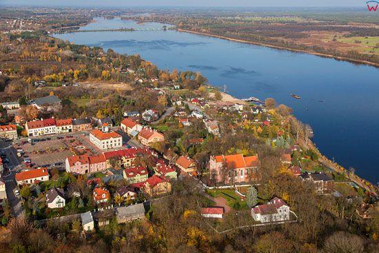 Serock, panorama miasta na tle Zalewu Zegrzynskiego. EU, PL, Mazowieckie. LOTNICZE.