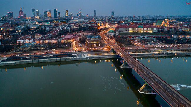 Warszawa, most Slasko - Dabrowski z panorama na Srodmiescie i Stre Miasto. EU, PL, mazowieckie. Lotnicze.