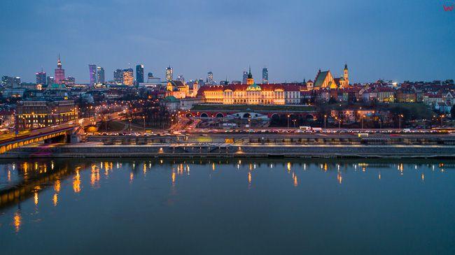 Warszawa, panorama na Stre Miasto przez Wisle. EU, PL, mazowieckie. Lotnicze.