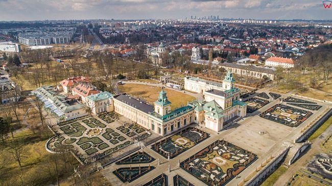 Warszawa Wilanow, panorama na Muzeum Palacu Krola Jana III. EU, PL, mazowieckie. Lotnicze.