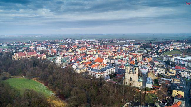 Glogowek, lotnicza panorama miasta. EU, Pl, opolskie. Lotnicze.