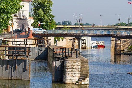 Opole, sluza i most na Kanale Mlynowka. EU, PL, Opolskie.