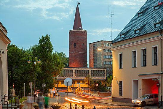 Opole, panorama przez Most Zamkowy na Urzad Wojewodzki i Wieze Piastowska. EU, PL, Opolskie.