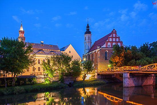 Opole, panorama przez Mlynowke na kosciol Swietej Trojcy i Ratusz. EU, PL, Opolskie.