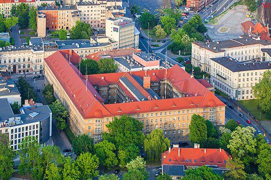 Opole, budynek Komendy Wojewodzkiej Policji. EU, Pl, Opolskie. Lotnicze.