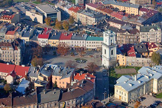 Przemysl. Rynek starego miasta i Wieza Zegarowa. EU, Pl, podkarpackie. Lotnicze.