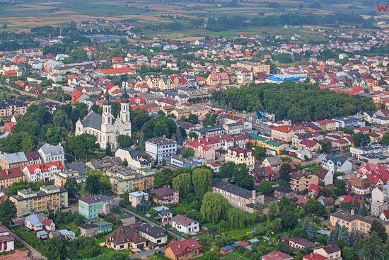 Augustow, panorama na centrum miasta. EU, PL, Podlaskie. Lotnicze.