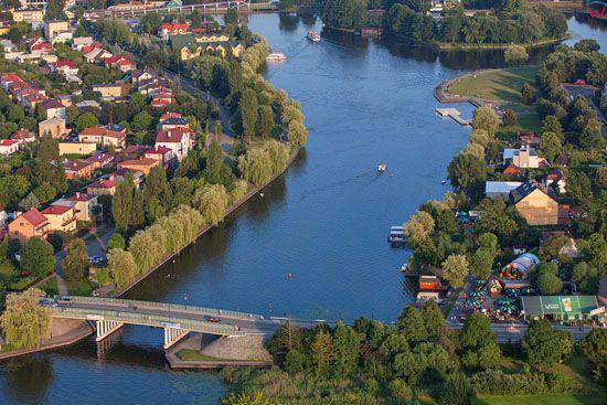 Augustow, rzeka Netta przeplywajaca przez miasto, widok od strony NW. EU, PL, Podlaskie. Lotnicze.