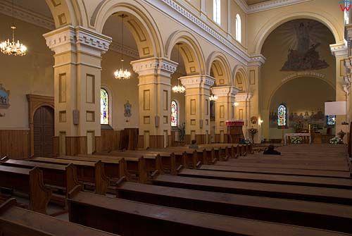_W060210 wnętrze kościoła św. Piotra i Pawła w Suwałkach