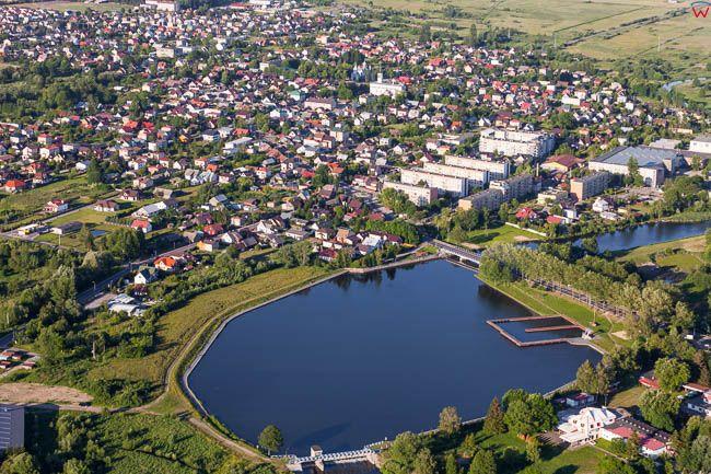 Wasilkow, panorama na miejscowosc i widoczny zalew. EU, PL, Podlaskie. Lotnicze.