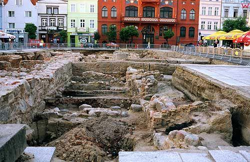 Prace archeologiczne na rynku w Chojnicach