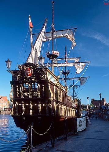 Gdańsk, statek przy Rybackim pobrzeżu