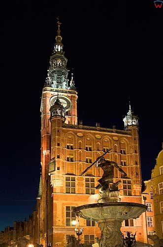 Gdańsk, pontanna Neptuna na tle Ratusza
