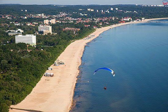 Gdansk, paralotnia nad zatoka. EU, PL, Pomorskie. Lotnicze.