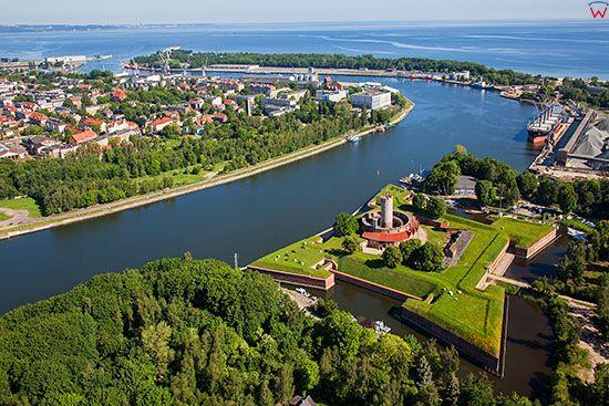 Gdansk, Twierdza Wisloujscie na tle Zatoki Gdanskiej. EU, PL, Pomorskie. Lotnicze.