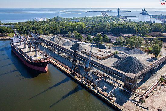 Gdansk, Port Siarkopol S.A nad Martwa Wisla. EU, PL, Pomorskie. Lotnicze.