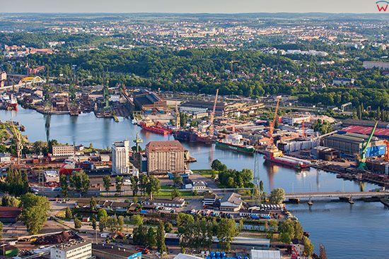 Gdansk, panoramam na Stocznie Gdanska przez Wyspe Ostrow. EU, PL, Pomorskie. Lotnicze.