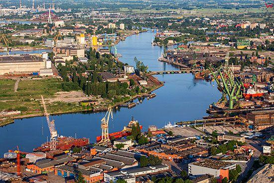 Gdansk, panorama na Stocznie Gdanska i Martwa Wisle. EU, PL, Pomorskie. Lotnicze.