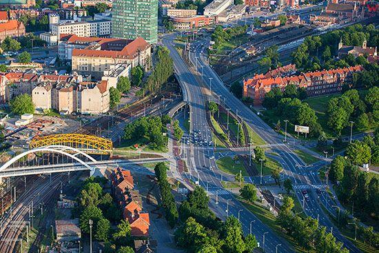 Gdansk, Brama Oliwska i Blednik, Aleja Zwyciestwa. EU, PL, Pomorskie. Lotnicze.