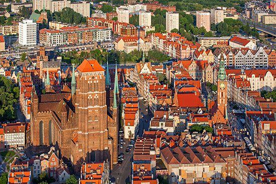 Gdansk, Glowne Miasto z Bazylika i Ratuszem. EU, PL, Pomorskie. Lotnicze.