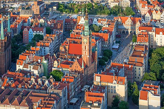 Gdansk, Dlugi Tark z Ratuszem Glownego Miasta. EU, PL, Pomorskie. Lotnicze.