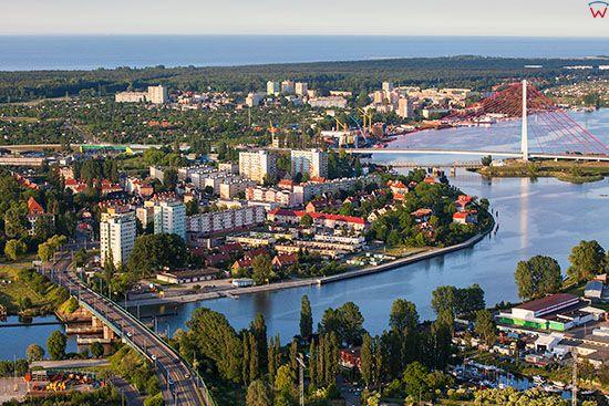 Gdansk, panorama na Martwa Wisle i Dzielnice Stogi od strony Glownego Miasta. EU, PL, Pomorskie. Lotnicze.