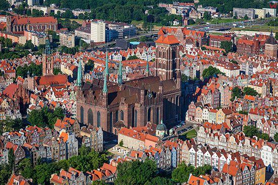 Gdansk, Glowne miasto z Bazylika Mariacka. EU, PL, Pomorskie. Lotnicze.
