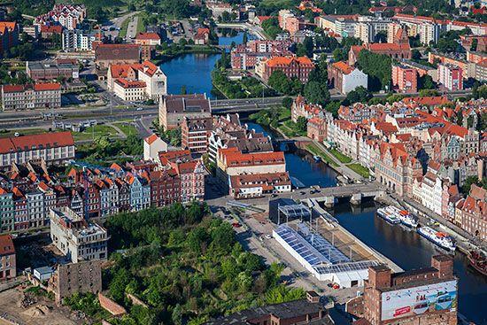 Gdansk, Wyspa Spichrzow widoczna od strony NE. EU, PL, Pomorskie. Lotnicze.