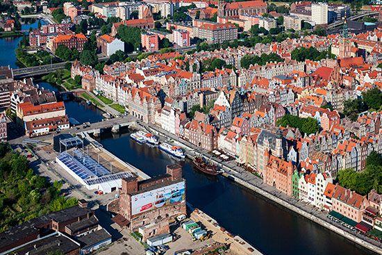 Gdansk, panorama na Dlugie Pobrzeze. EU, PL, Pomorskie. Lotnicze.