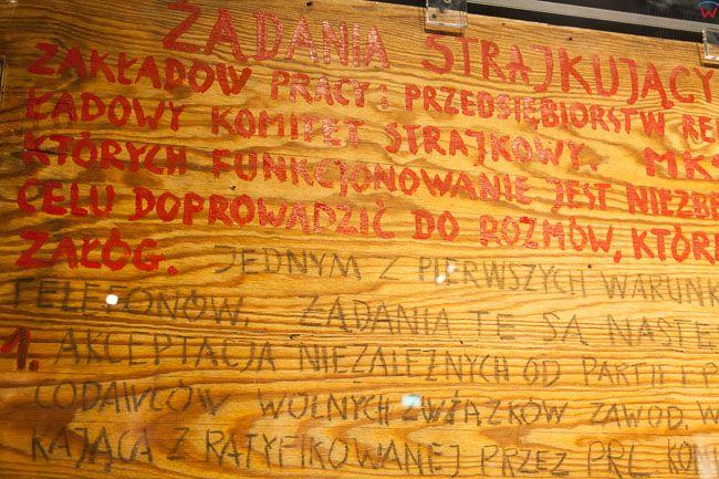 Gdansk, Europejskie Centrum Solidarnosci (ECS) - historyczna sklejka z wypisanymi postulatami. EU, PL, Pomorskie.