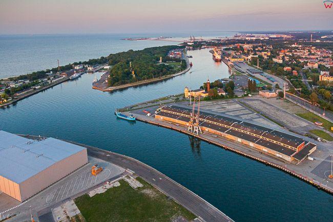 Gdansk Westerplatte i Martwa Wisla. EU, PL, Pomorskie. Lotnicze.