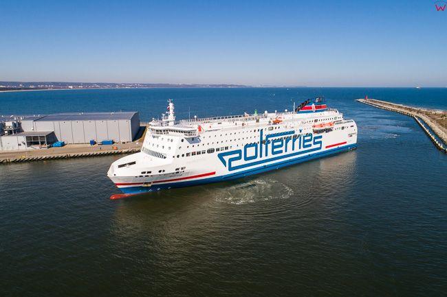 Gdansk, Zatoka Gdanska i wejscie promu do portu. EU. PL,Pomorskie. Lotnicze.
