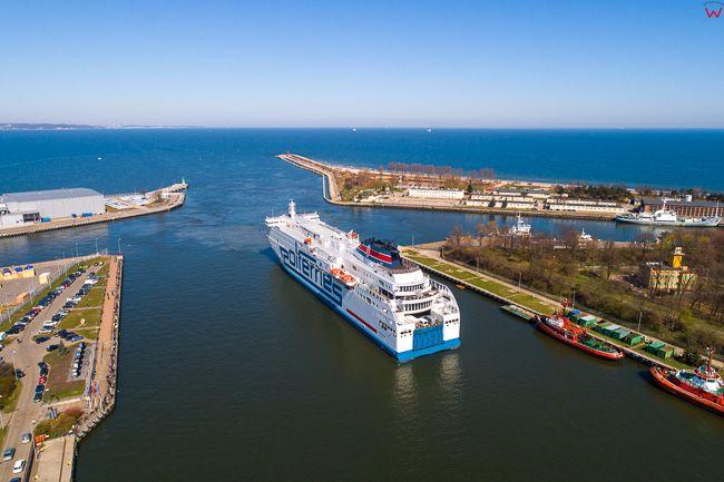 Gdansk, panorama miasta z lotu ptaka- Wejscie promu to portu. EU. PL,Pomorskie. Lotnicze.