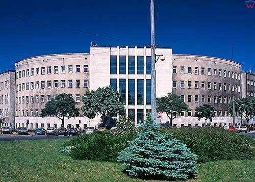 Modernistyczny budynek Sądu Rejonowego w Gdyni