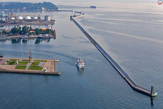 Gdynia, wejscie do portu. EU, Pl, pomorskie. Lotnicze.