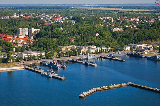 Gdynia, Basen X - Port Marynarki Wojennej. EU, PL, Pomorskie. Lotnicze.