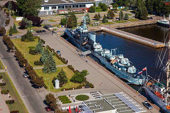 Gdynia, ORP Orzel, statek muzeum zacumowany przy Molo Poludniowym. EU, PL, Pomorskie. Lotnicze.
