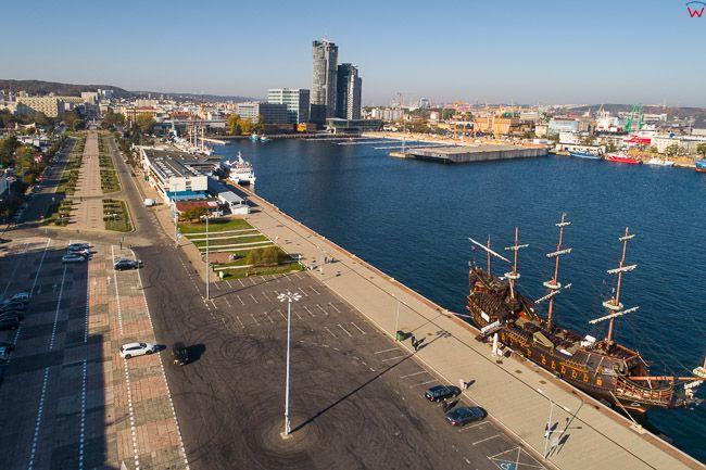 Gdynia, Molo Poludniowe i Galeon Dragon EU, PL, Pomorskie. Lotnicze