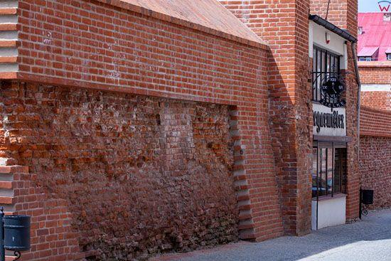 Lebork, mury obronne przy ulicy Sklodowskie-Curie. EU, Pl, Pomorskie.