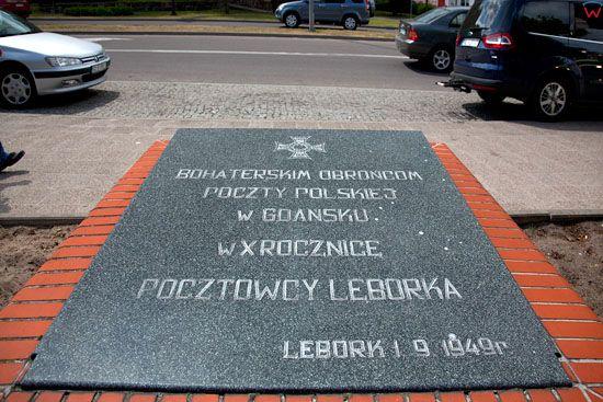 Lebork, tablica upamietniajaca Obroncow Poczty Polskiej w Gdansku, przy Alei Wolnosci. EU, Pl, Pomorskie.