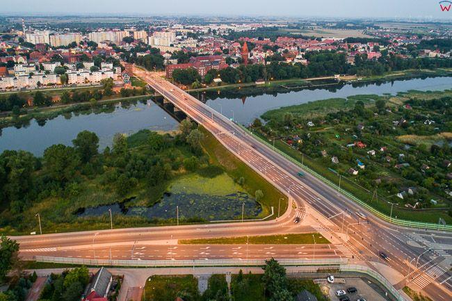 Malbork, most drogowy na Al. Rodla, nad rzeka Nogat. EU, PL, Pomorskie. Lotnicze.