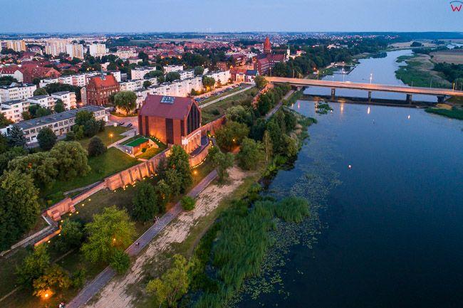 Malbork, rzeka Nogat i fragment miasta. EU, PL, Pomorskie. Lotnicze.