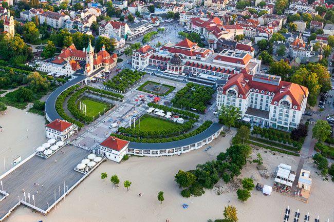 Sopot, Molo i Grand Hotel. EU, PL, Pomorskie. Lotnicze.