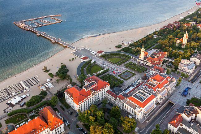 Sopot, Grand Hotel i Molo. EU, PL, Pomorskie. Lotnicze.