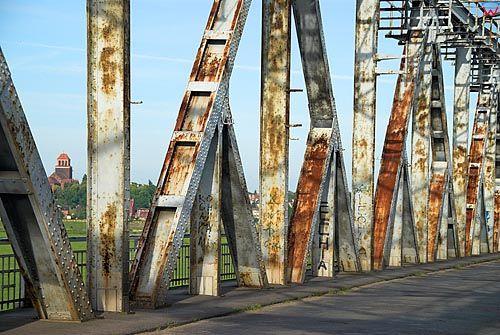 Pomorskie, Tczew. Zabytkowy most drogowy przez Wisle.