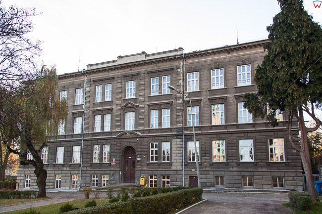 Bielsko - Biala, Plac Marcna Lutra z budynkiem Wyzszej Szkoly Administracji. EU, PL, Slaskie.