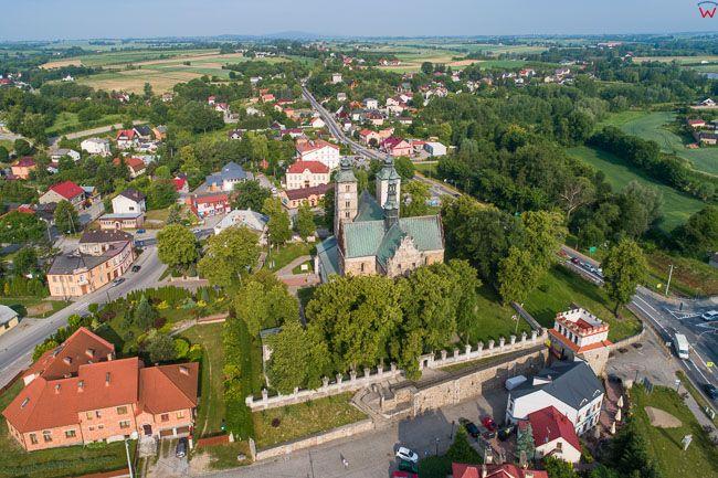 Opatow, dom parafialny z kosciolem