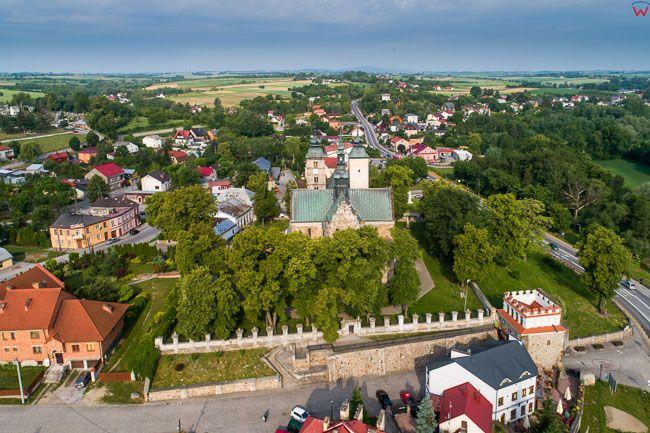 Opatow, kosciol parafialny i Brama Warszawska
