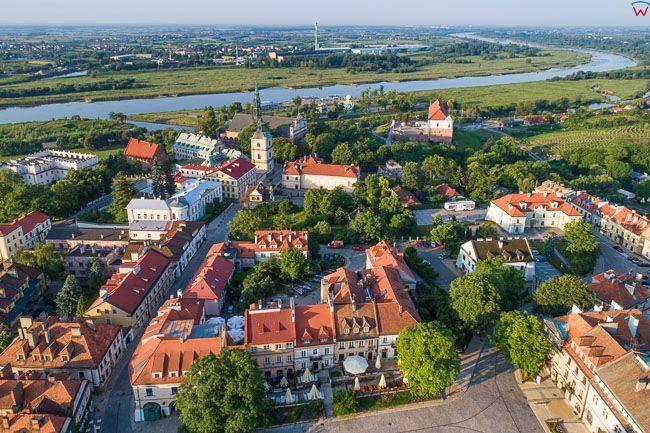 Sandomierz, fragment Starego Miasta na tle Wisly. EU, PL, swietokrzyskie. Lotnicze.