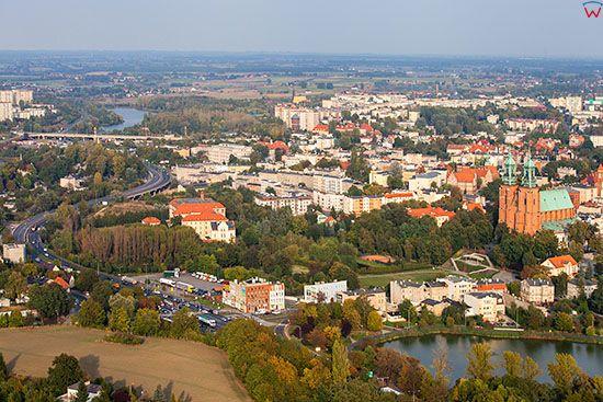 Gniezno, panorama na Srodmiescie od strony W. EU, Pl, Wielkopolskie. Lotnicze.